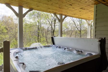 Galena homes with hot tub